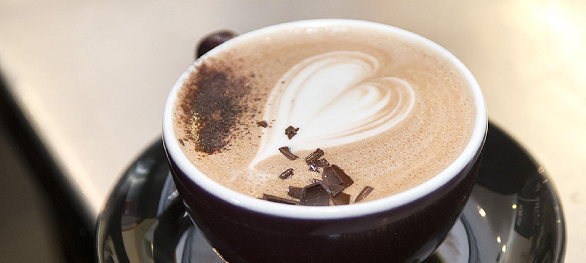 barista coffee latte art heart